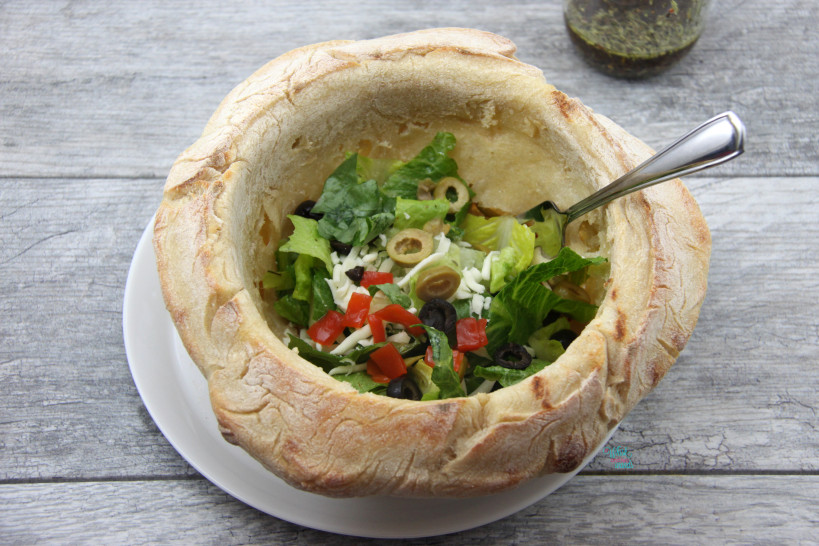 Bread Bowl Pizza Salad (vegan)