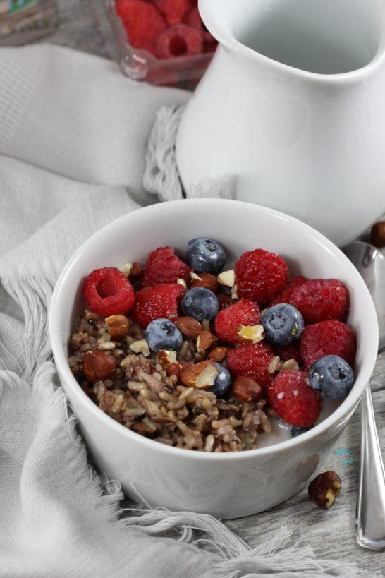 Berry Wild Rice Porridge on the go (vegan and gluten free)